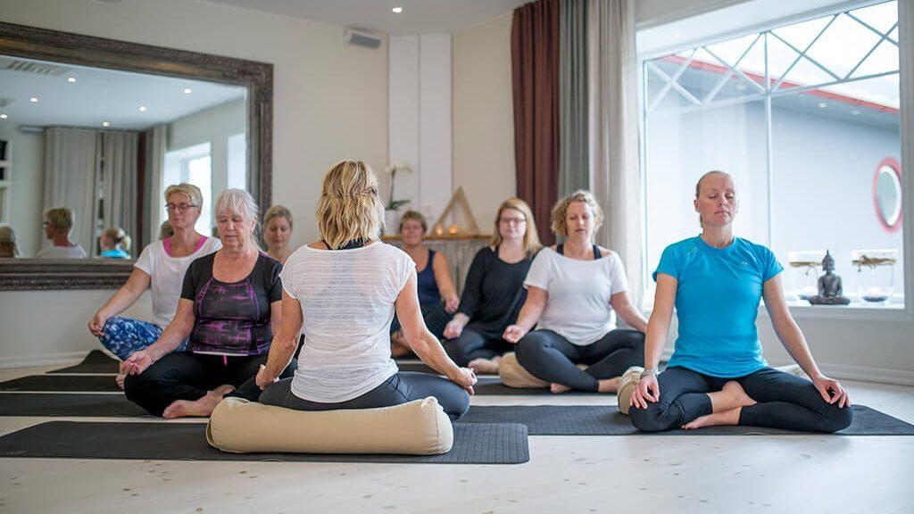 Yin-yoga-Soderkoping-e1453299661239-1024x576